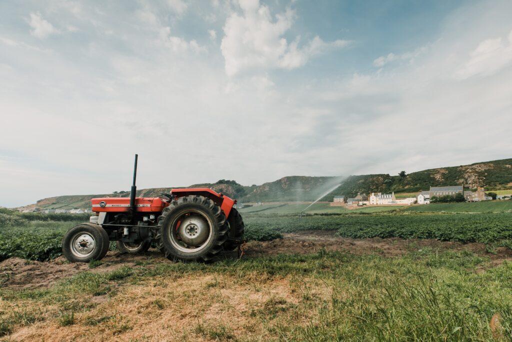 https://www.zenox.pl/productlist/Pojazdy-rolnicze/Instalacja-elektryczna/Akumulatory/Akcesoria-i-konserwacja/Prostowniki-z-funkcja-rozruchu